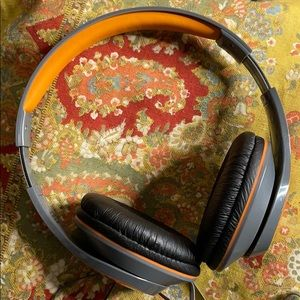 WNG iHome headphones